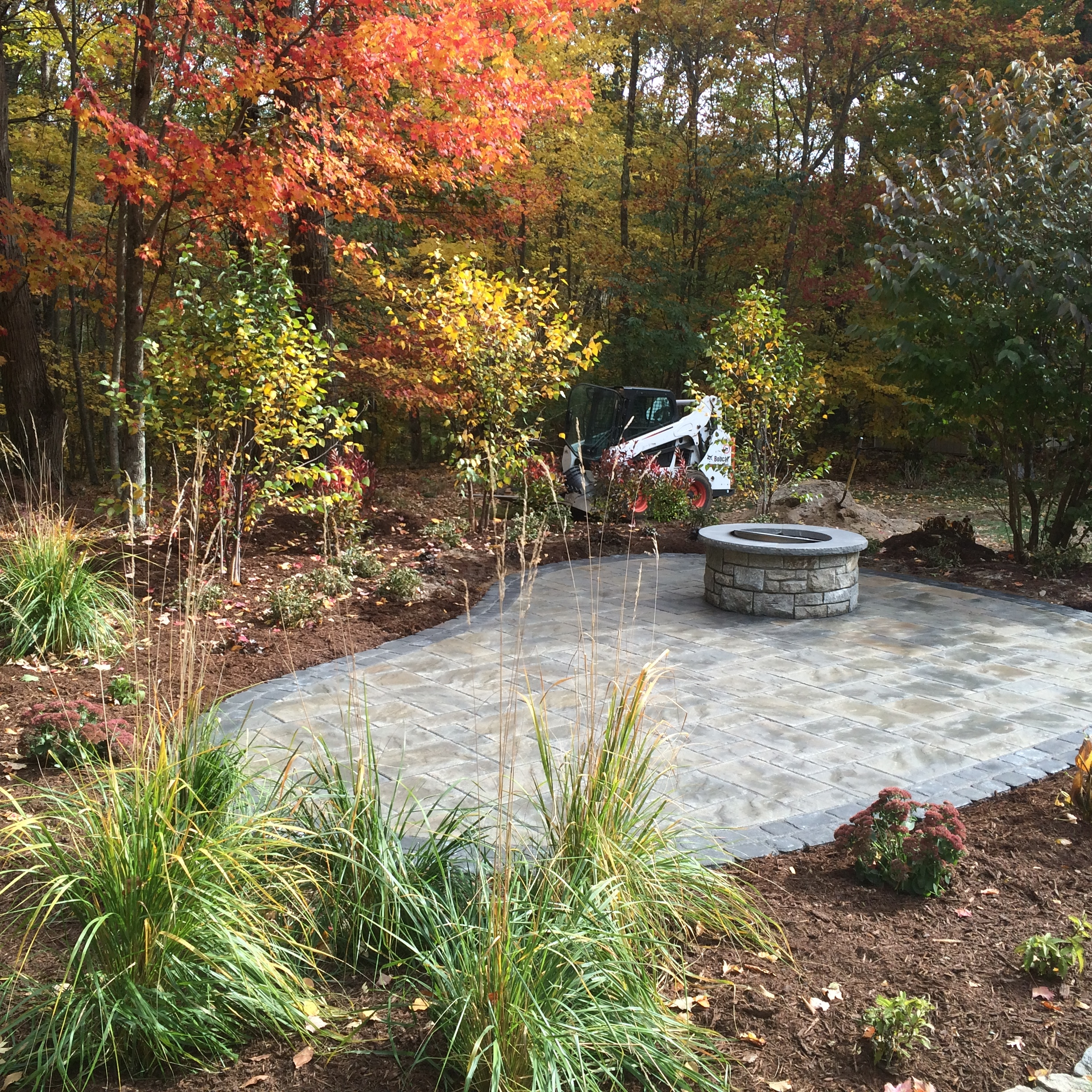 Paver-patio-with-fire-pit-and-plantings